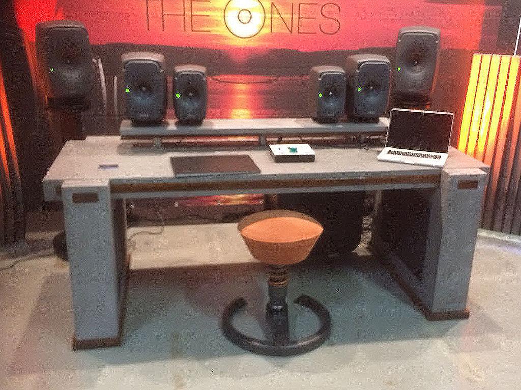 Houten studiotafel