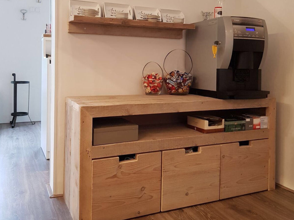 Houten koffietafel